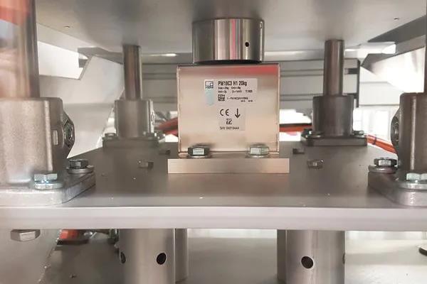 使用中的 PW18 单点称重传感器